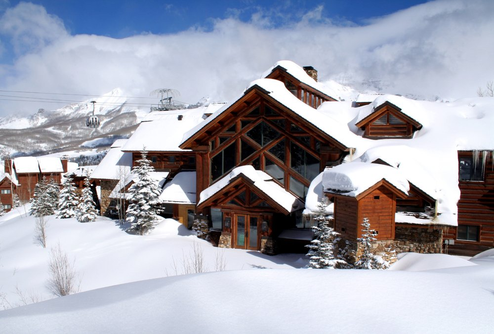 telluride_front_of_mountain_lodge